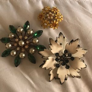 Lot of 3 vintage Floral Brooches